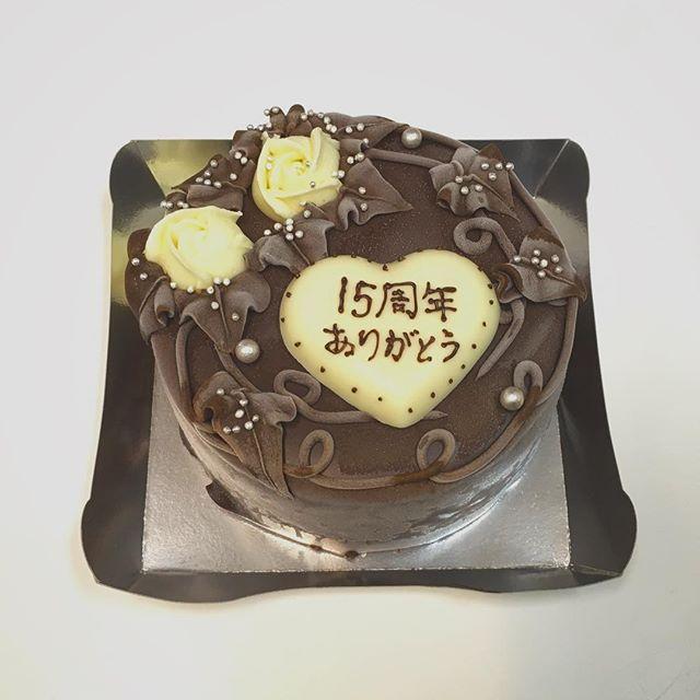 こんにちは!バイトの高橋です・本日は結婚記念日のお客様が買いに来てくれました毎年ケーキをご用意しているとのことで…!!素敵な旦那さまが今年もご来店くださいました改めて、15周年おめでとうございますinfo!! おっととと!あきらです。Tel.  0258-38-2002住所  新潟県長岡市四郎丸4-7-15  営業時間13時から20時定休日 水曜#おっとととあきらです #しあわせチョコケーキのお店 #長岡 #長岡市 #Nagaoka #Nagaokashi #お菓子 #スイーツ #スウィーツ #instafood #foodstagram #foodie #cake  #sweets #sweet #chocolare #ケーキ #バースデーケーキ #チョコケーキ #choco#手作りケーキ #プレゼント #デザート#結婚記念日#チョコ#しあわせ#手書きメッセージ#バイトの高橋